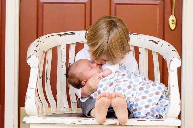 Kind mit Baby