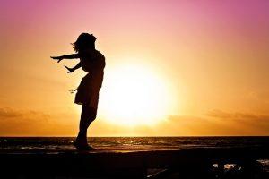 Freiheit_Frau vor Sonne